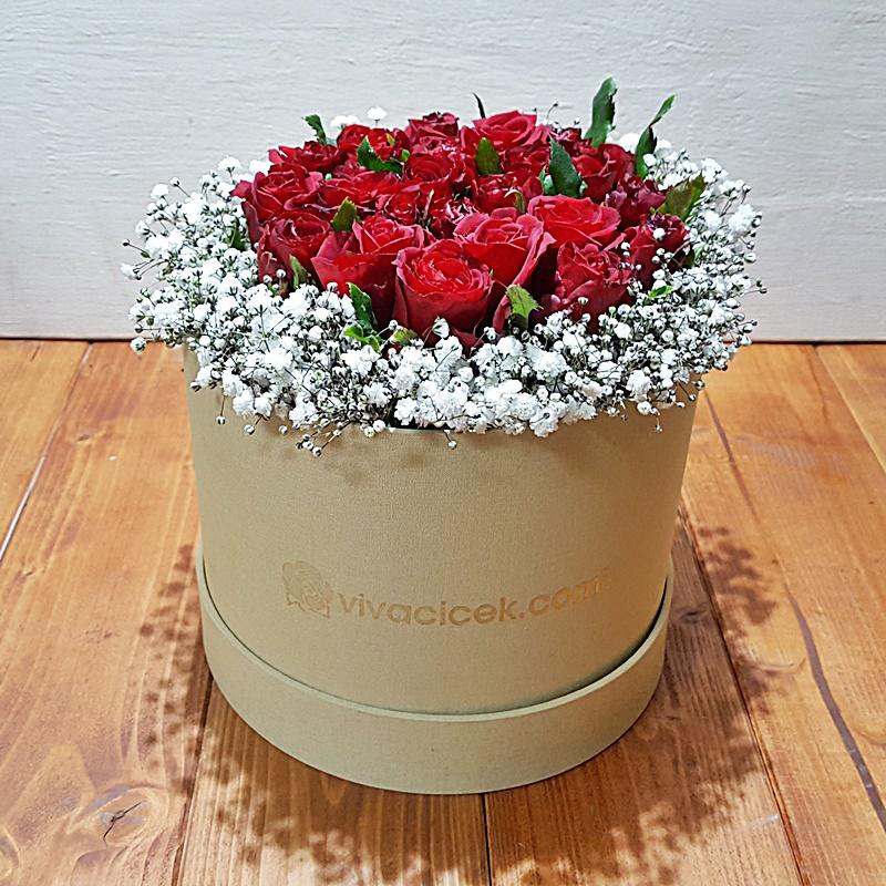 özel kutuda güller